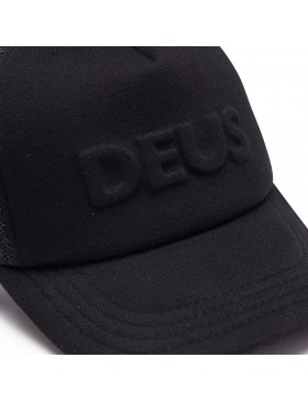 DEUS Kappe Trucker Capital Letters- black